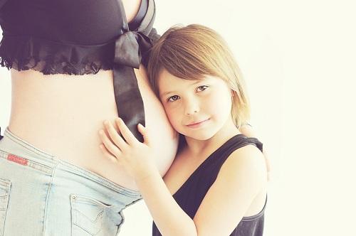 femme enceinte ostéopathe à domicile